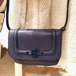 100% authentic Tory Burch vintage cross-body